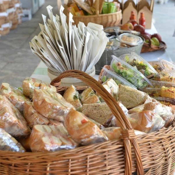 2016-wedding-food-drink-trends-ceremony-sandwiches-2