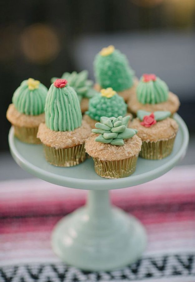 10-great-ways-infuse-wedding-cacti-cupcakes